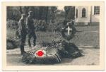 Soldaten Grab mit Hakenkreuz Fahne ....