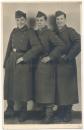 Portrait zwei Waffen SS Männer mit Kamerad vom Heer ..... Oldenburg 1944