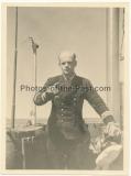 Ritterkreuzträger Kommandant Wolfgang Lüth auf dem Turm vom U Boot - Kommandant der Frontboote U 43 und U 181