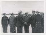 Großadmiral Karl Dönitz begrüßt erfolgreiche U Boot Besatzung nach erfolgreicher Feindfahrt im Hafen