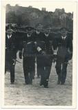 Ritterkreuzträger der Kriegsmarine - Führer der U Boote Großadmiral Karl Dönitz mit Offizieren und U Boot Kommandanten