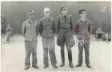 Wehrmachtsangehörige in Kriegsgefangenschaft - Ein junger Soldat mit Bandenkampfabzeichen Nahkampfspange Deutschem Kreuz in Gold EK I und Infanterie Sturmabzeichen - Selten !