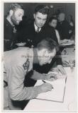 Ritterkreuzträger der Kriegsmarine U Boot Kommandanten Erich Zürn und Hans Rudolf Rösing mit einem italienischen Kameraden