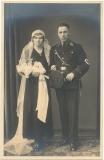 Hochzeitsfoto Portrait SS Scharführer der 7. SS Standarte mit SS Fingerring und Dolch
