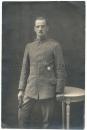 Deutscher Soldat mit Eisernen Kreuz und Verwundeten Abzeichen in Ath Belgien 1918